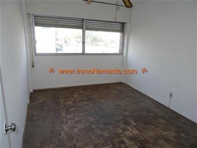Apto. de 3 Dormitorios a Metros de Gral. Flores